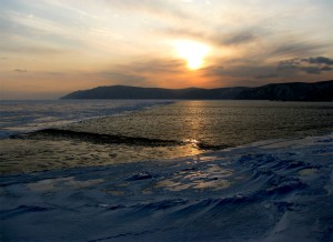 Päike käib ööseks hoiule kusagile järve taha